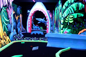 Goolfy | Indoor Blacklight Minigolf
